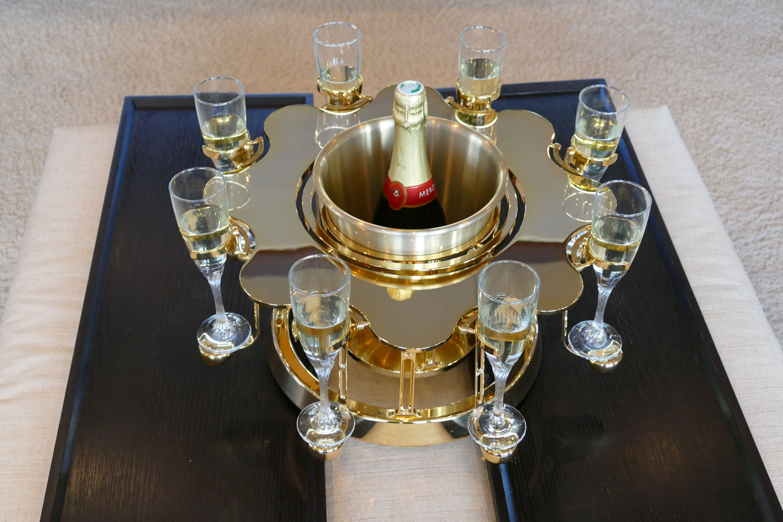 écrin à champagne de luxe or édition sur un yacht